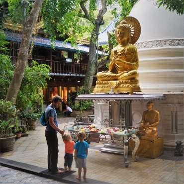 Colombo with kids - Gangaramaya Temple