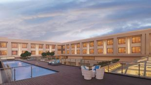 Hilton Agra pool