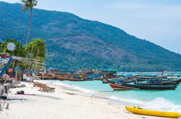 Koh Lipe beach with boats