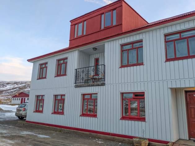 accommodation building at Stóru Laugar