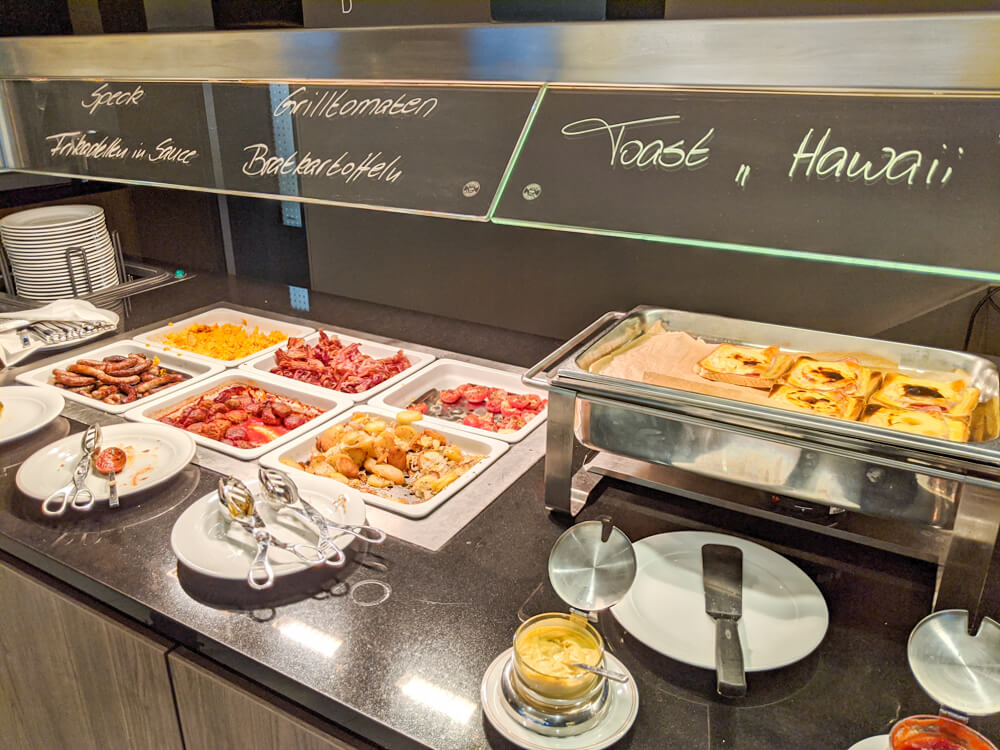 breakfast spread at Novotel Hannover