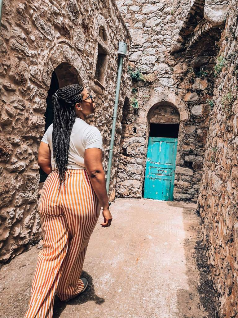 Exploring Vessa and its narrow streets and blue door