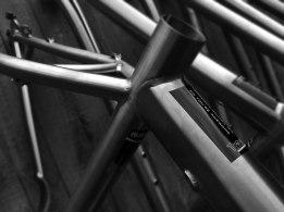 a-travers-titanium-frame