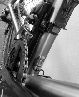 Road-Elite-Stealth-eTap-front-mech