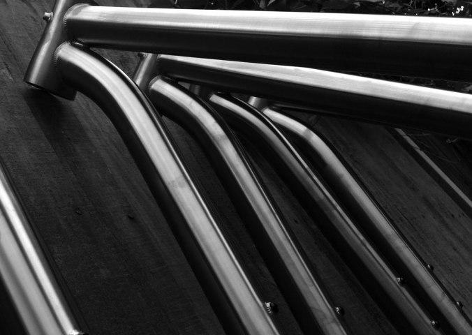 travers-titanium-frame