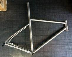 travers-road-disc-titanium-isp