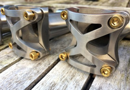 a-travers-titanium-stem-front-plate