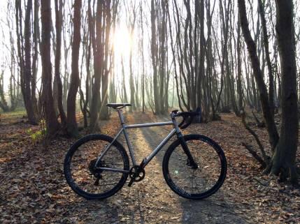 travers-dirti-sunlight-gravel-bike