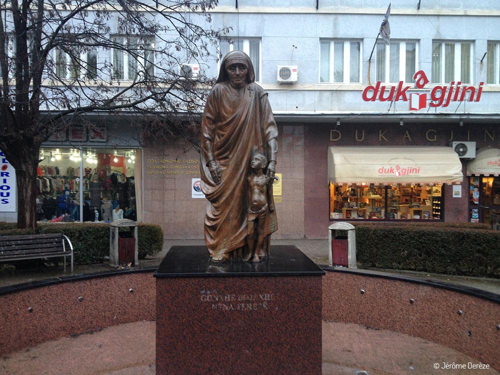 Square mère thérésa et sa statue