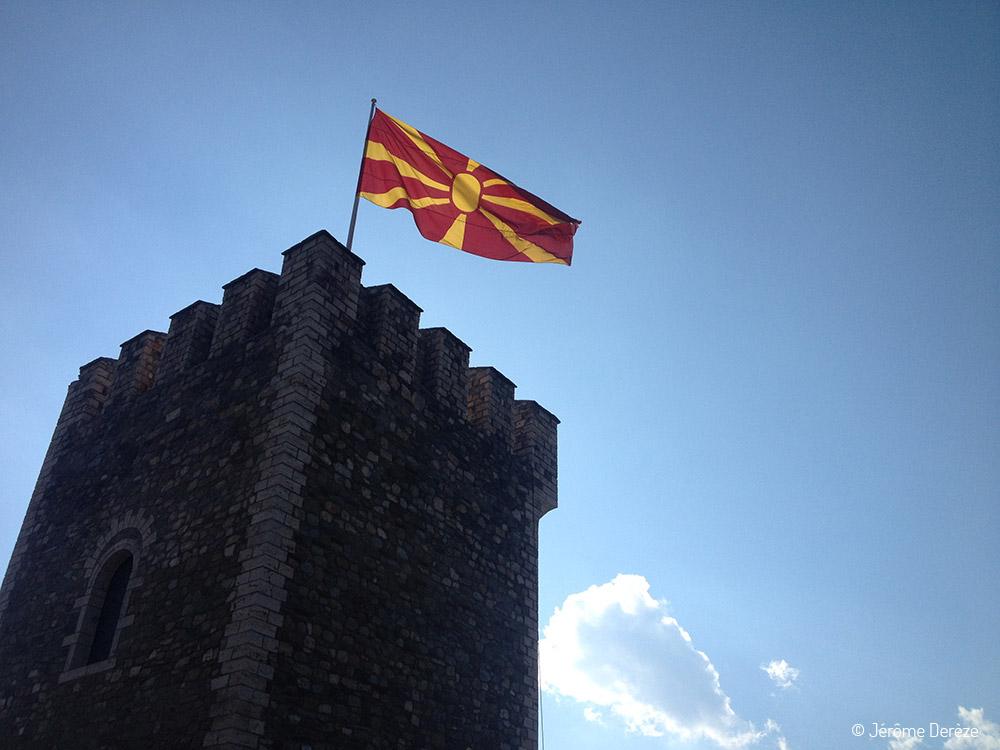 Visiter Skopje - drapeau de macédoine du nord