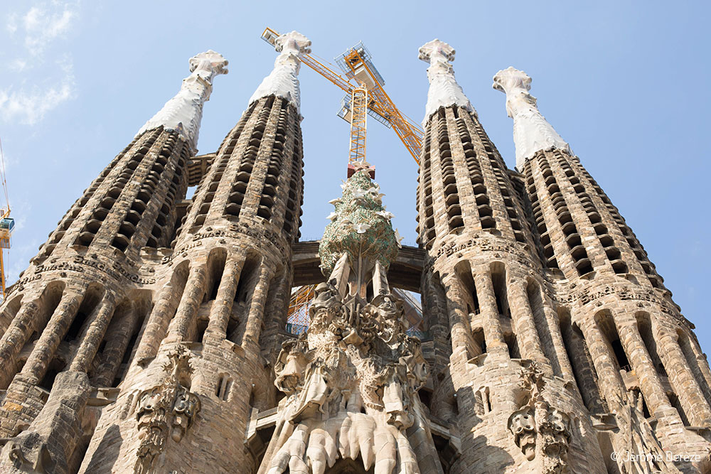 Tour et façade de la Sagrada Familia