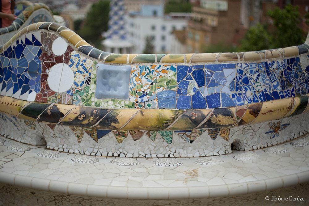 Voir Gaudi à Barcelone et le banc du parc guell