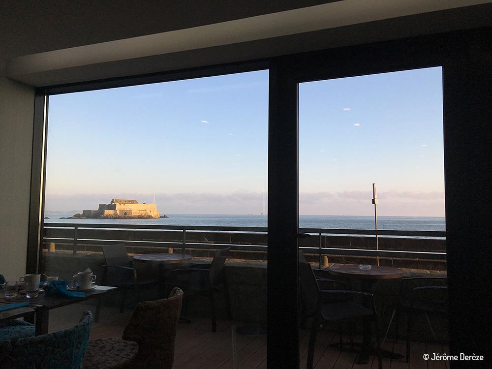 salon des blogueurs de voyage - Petit-déjeuner à l'Oceania Hotel face à la mer à saint-malo