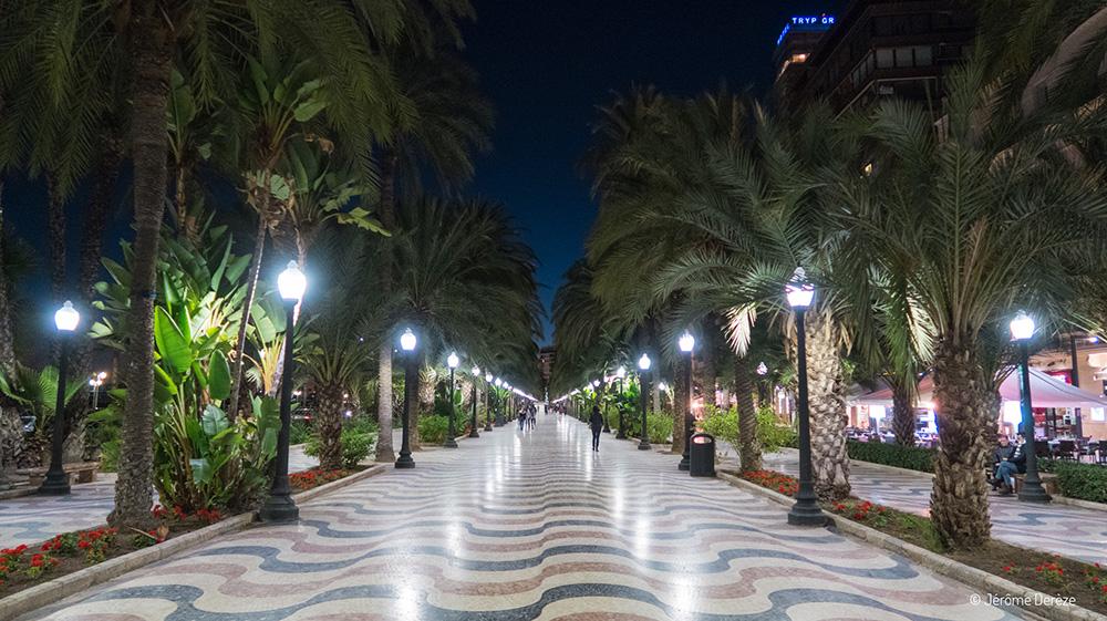 Se promener sur l'Esplanade de l'Espagne à Alicante