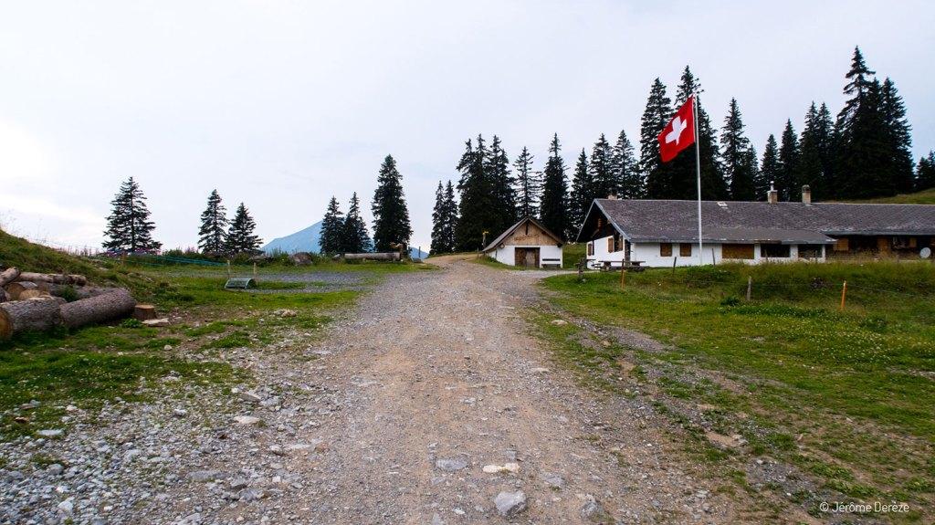 Traverser la frontière suisse à pied depuis Châtel