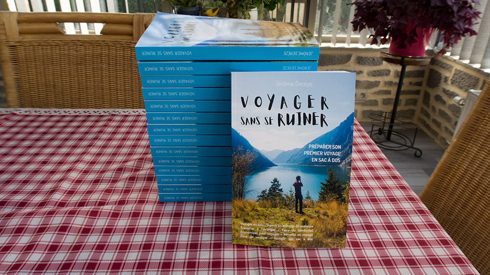 Premiers exemplaires de voyager sans se ruiner - un livre en auto édition