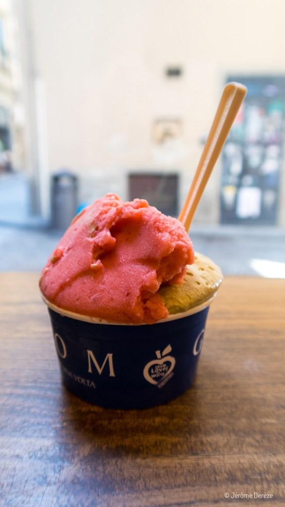 Manger une glace à Florence chez grom
