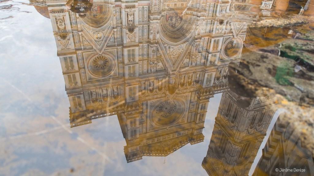 Reflet dans l'eau de la cathédrale de Florence