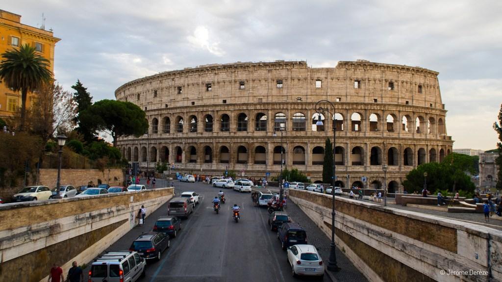 Extérieur du Colisée à Rome