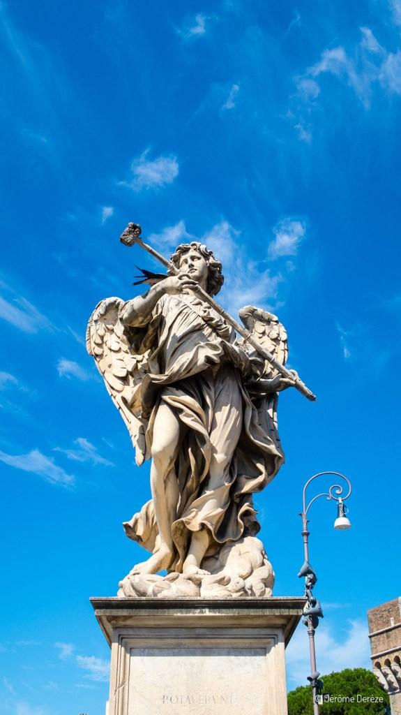 statue sur un pont de Rome