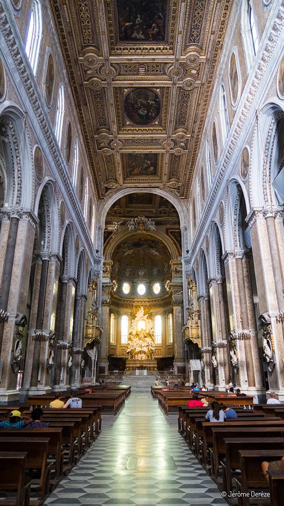 Intérieur de la Cathédrale Notre-Dame-de-l'Assomption de Naples