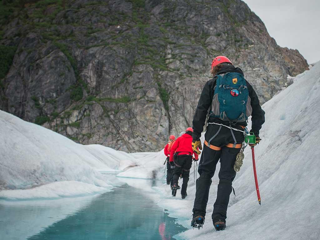 Consideraciones antes de enfrentarte a la montaña invernal. Técnica de progresión en nieve. / Foto: Steve Halama