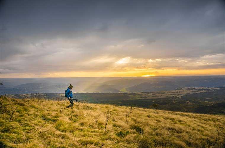 El estado del cielo resulta indispensable a la hora de decidir adentrarse a la montaña. / Foto: Sonja Guina