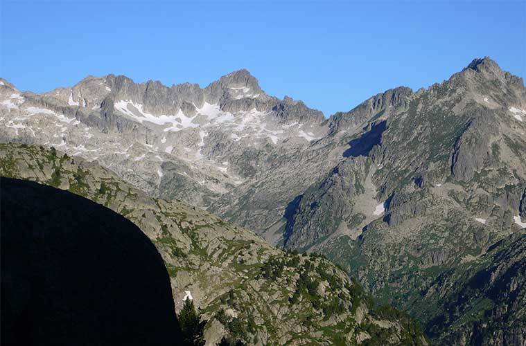 Besiberri del Mig, Besiberri Nord i Punta d'Harlé / Foto: Josep Borrut (wikimedia commons)