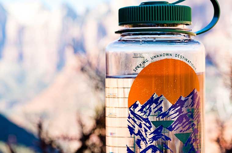 Cómo limpiar tu botella de agua o bolsa de hidratación  /  Foto: Alan Carrillo