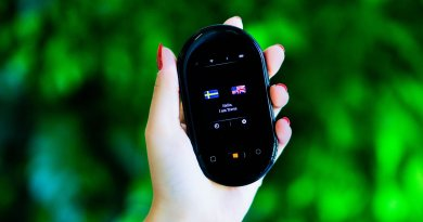 Travis Touch Plus pocket translator