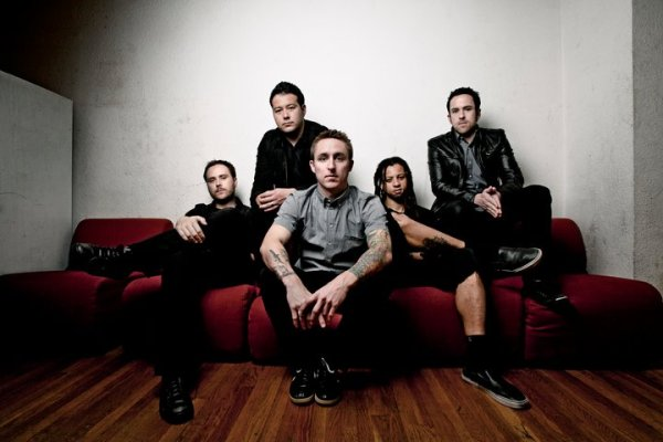 "New Song - Yellowcard ""Here I Am Alive"" Featuring Tay Jardine (We Are The In Crowd)"