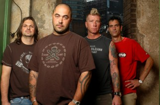 """Staind Frontman Calls Out Crowd For """"Molesting"""" Crowdsurfer"""