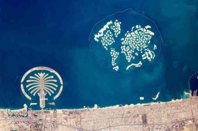 pulau buatan dubai 750x498 - Hal Gila Ini Hanya Bisa Kamu Temui Di Dubai Yang Akan Membuatmu Melongo