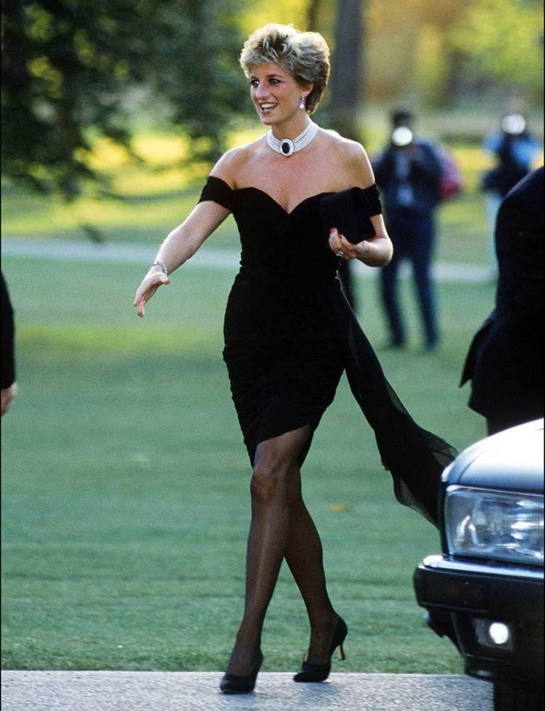 Tidak diperbolehkan memakai pakaian warna hitam kecuali berkabung 785x1024 - Jadi bangsawan itu ga sepenuhnya enak, seperti keluarga kerajaan Inggris yang harus ngikutin 9 aturan menyebalkan ini