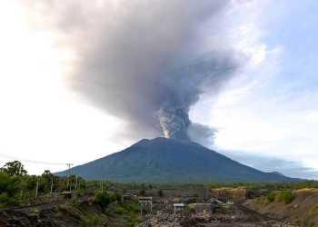 erupsi gunung agung - Gunung Berapi Paling Aktif di Indonesia hingga 2018