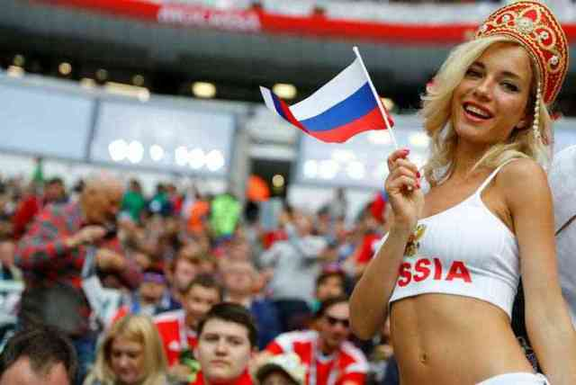 kecantikan suporter sepak bola timnas rusia 750x501 - Negara dengan Suporter Wanita timnas Sepak Bola Paling Cantik
