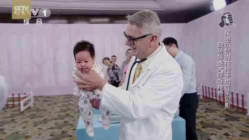 cara membuat bayi berhenti menangis - Mengagumkan! Dokter Ini Hanya Butuh 5 Detik Untuk Menghentikan Tangisan Bayi