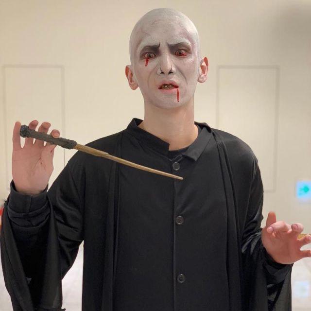 1. kostum halloween Key Shinee Sebagai Voldemort 750x750 - Seram & Lucu! Deretan Kostum Halloween Idol KPop Terbaik dan Terbaru