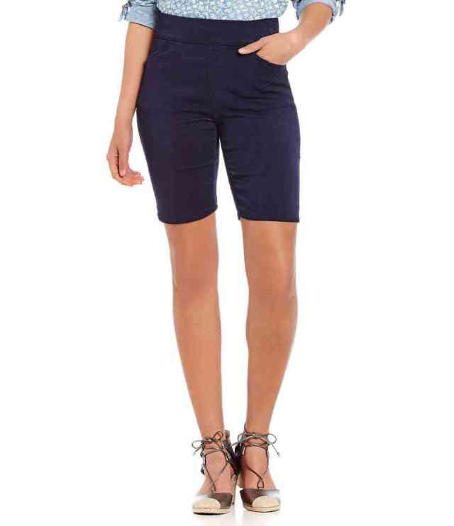 Bermuda 647x750 - Yuk Intip 30 Jenis Pakaian Wanita Terbaru yang bakal Trend 2019