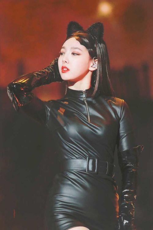 kostum hallowen idol kpop nayeon twice 500x750 - Seram & Lucu! Deretan Kostum Halloween Idol KPop Terbaik dan Terbaru