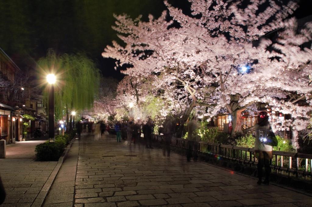 京都祇園, 【京都景點】京都祇園半日遊景點、購物推薦(花見小路、八坂神社、優佳雅)