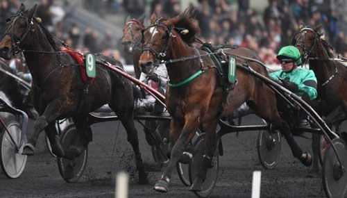 Un Mec d'Heripre med Franck Nivard vinder speed-opgøret i Prix du Bourbonnais. Foto Gerard Forni