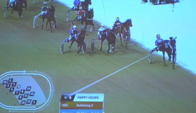 Nede i højre hjørne viser grafikken, hvor de enkelte heste er placeret i feltet
