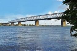 Et udsnit af landets professionelle travtrænere skal i dag gå Brigdewalking øverst oppe på den gamle Lillebæltsbro.