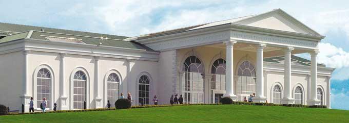Den imponerende tribune og casino-bygning på Magna Racino