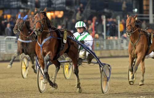 Mister JP med Bjørn Goop havde ingen problemer med at vide sin 9. sejr i karrieren. Foto Kanal 75