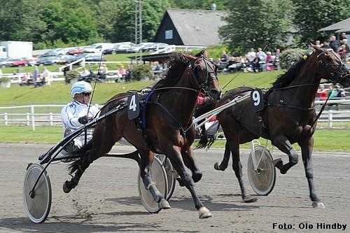 Partout Simoni og Flemming Jensen, da parret vandt 4 års Prøven på Jydsk Væddeløbsbane