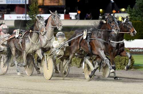 Standout med Ôrjan Kihlström befandt sig godt på dne bæøde bane. Kanal 75