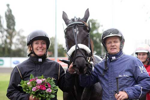 Julie og Max Nielsenmed deres sejrshest, Teodot.  Foto Martin Timm Homstav.