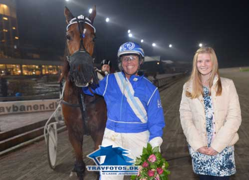 Anette Olsen har god grund til at have det store smil fremme efter sæsonens sjette sejr med Turbo Day